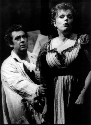 Helena Döse as Tosca with Placido Domingo